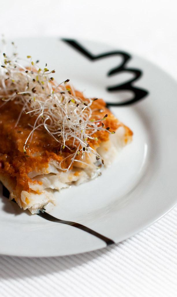 Receta sin almidón de bacalao al horno con cobertura de verduras