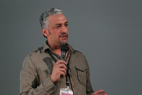 ムハンマド・ガーゼムの作品は、絵画からビデオ、インスタレーションと多岐にわたる。本展には《ウィンドウ2003-2005》を出品