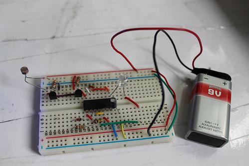 Light dependent resistor using CD4093