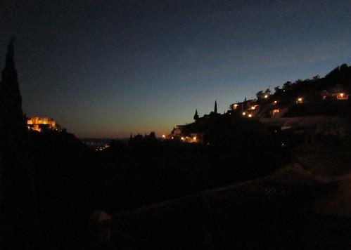 夜景・・(左)アルハンブラ宮殿 (右)タブラオ 2012.6.4 by Poran111