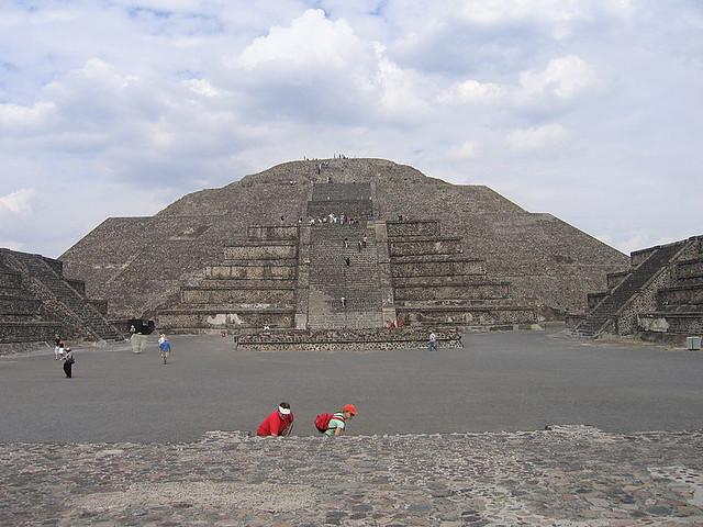 テオティワカン 月のピラミッド