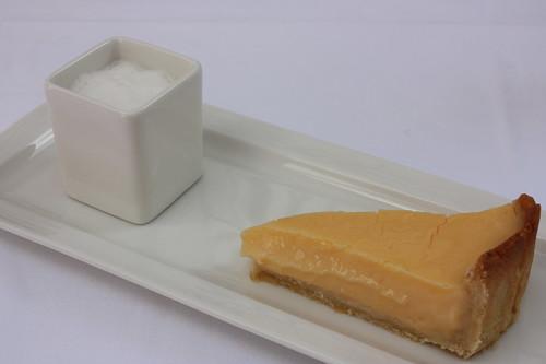 Citrónový koláč s mléčnou pěnou