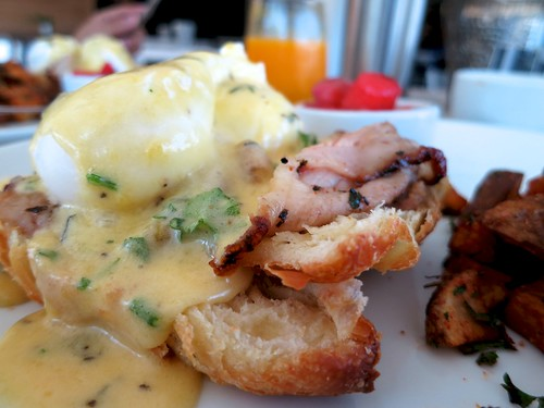 80th & Ivy Wine Kitchen Eggs Benny