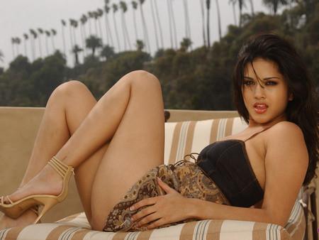 Sunny Leone Porn Star Into Mainsteam.1