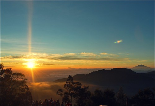 sunrise plateau dieng sikunir