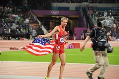 Galen Rupp célébrant sa médaille d'argent au 10000m à Londres