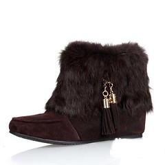 outdoor shoe(0.0), human body(0.0), snow boot(1.0), textile(1.0), fur(1.0), brown(1.0), footwear(1.0), shoe(1.0), maroon(1.0), leather(1.0), boot(1.0),