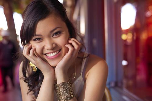 無料写真素材, 人物, 女性  アジア, 笑顔・スマイル, 頬杖