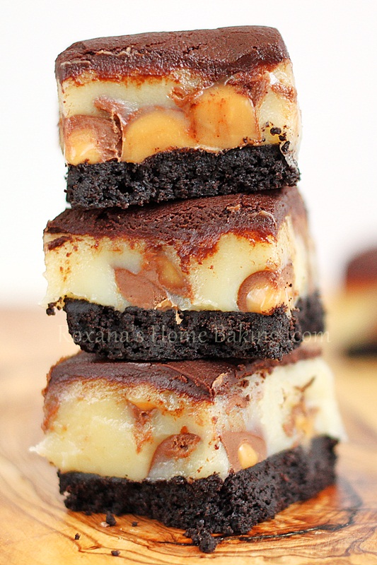 Homemade Oreo crust, Rolo candies, caramel and chocolate ganache –these ooey gooey rolo bars are a chocolate caramel heavenly delight