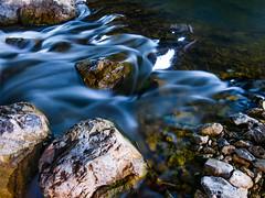 Steine im Fluss Langzeitbelichtung