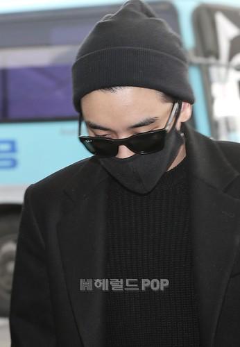 Big Bang - Incheon Airport - 21mar2015 - Seung Ri - Herald Corp - 02