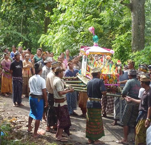 Bali-Funéraille hindoues-Procession (16)