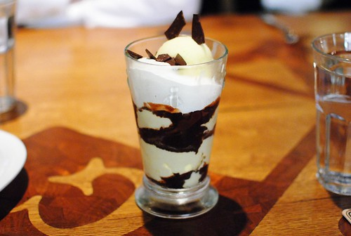 WHITE MINT FUDGE PARFAIT crispy cocoa
