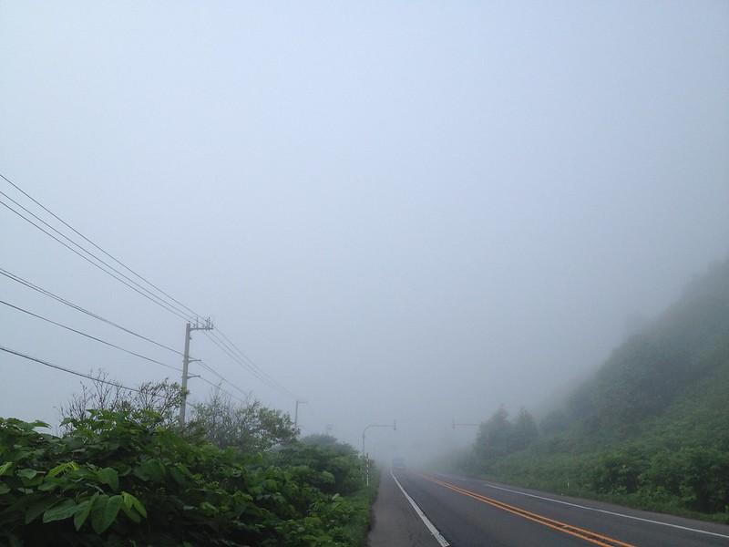 霧の中を進む