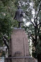 Buenos Aires - Balvanera: Plaza Lorea - Monumento a José Manuel Estrada
