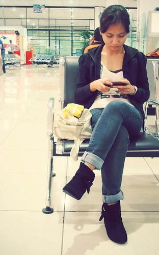 Chic Airport Wear: Astrid Zoe Reburiano