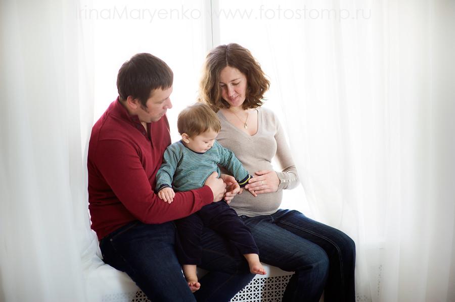 Платон и семья. Фотосъемка в фотостудии с естественным светом. Фотограф Ирина Марьенко. Fotostomp.ru