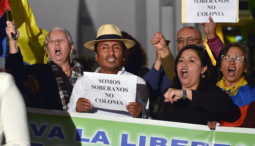Ecuadorans outside the British embassy in Quito demanding that the British authorities halt the siege of the Ecuador embassy in London. Ecuador granted asylum to Julian Assange who is staying inside the embassy. by Pan-African News Wire File Photos