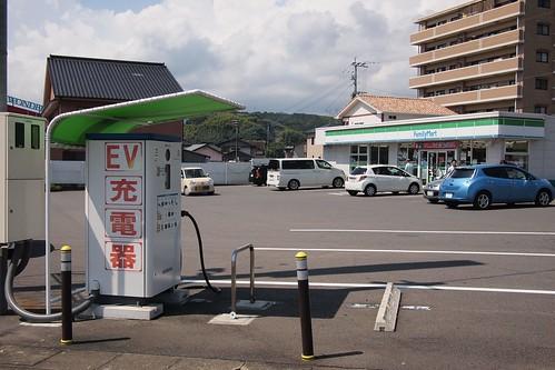 ファミリーマート鹿島高津原店に設置されているEV用急速充電器