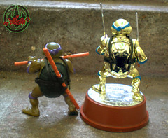 TEENAGE MUTANT NINJA TURTLES :: 5th ANNIVERSARY COLLECTOR TURTLE, #56,146 xix / .. with Original '88 DONATELLO  (( 1992 ))