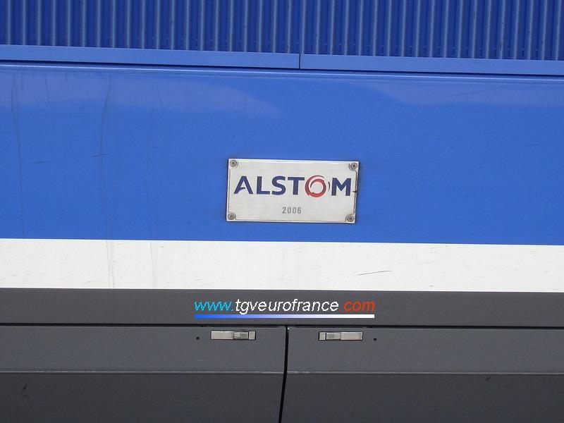 Vue de la plaque du constructeur Alstom sur la motrice paire de la rame TGV Duplex 286 de SNCF Voyages