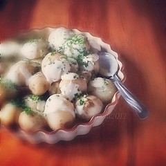 Freshly dug new potatoes salad with garlic aioli and freshly chopped parsley. #food #foodphoto #foodphotography #cooking #iphonesia