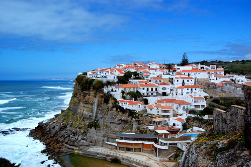 A COSY VILLAGE NEAR THE SEA(SINTRA/PORTUGAL)
