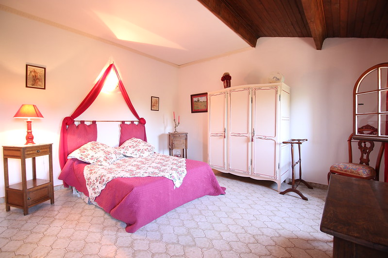 provence uchaux bed breakfast les violettes bedroom