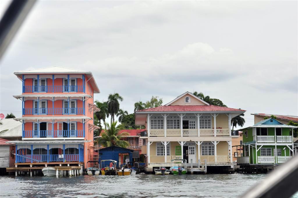 Hoteles del pueblo de Bocas, como todas las construcciones coloniales, con vistas al mar bocas del toro - 7598184892 c516f08c34 o - Bocas del Toro, escondido destino vírgen en Panamá