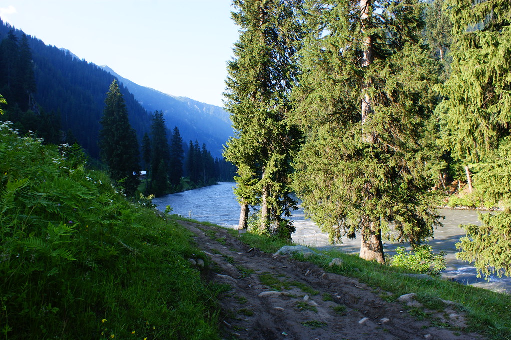 """MJC Summer 2012 Excursion to Neelum Valley with the great """"LIBRA"""" and Co - 7607900802 53876a2928 b"""