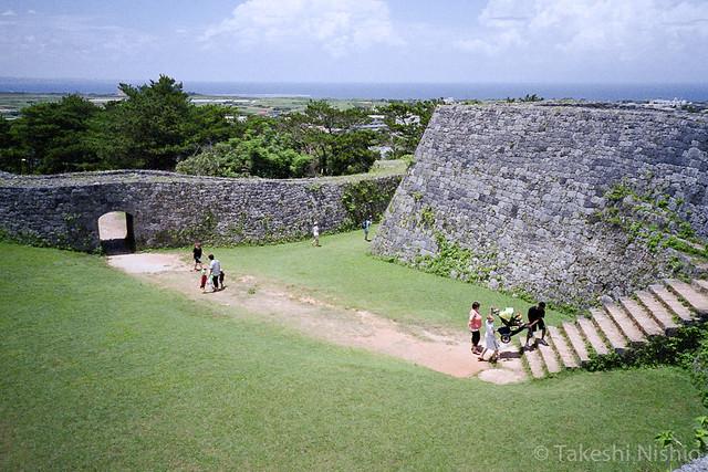 座喜味城跡, 入口から一の郭へ / Zakimi castle, Entrance to inner wall
