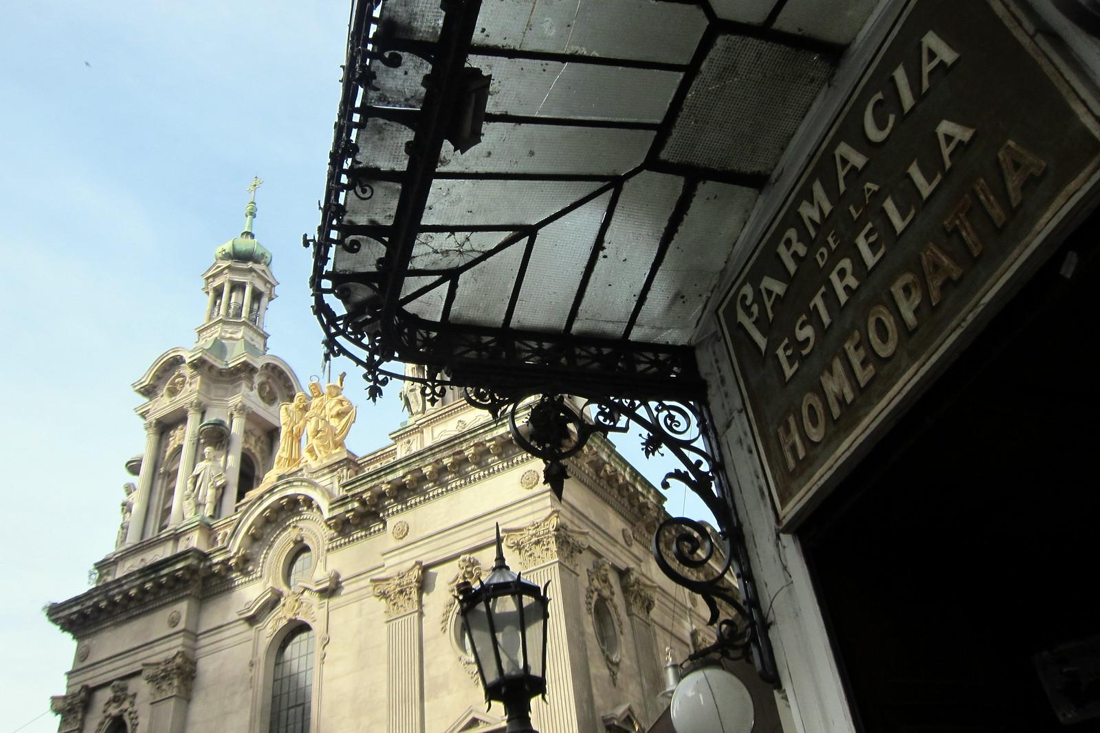Buenos Aires - Monserrat: Farmacia de la Estrella y Basílica de San Francisco de Asís