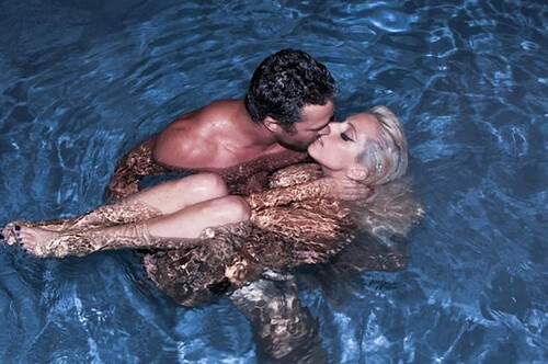 lady-gaga-kissing-Taylor-Kinney
