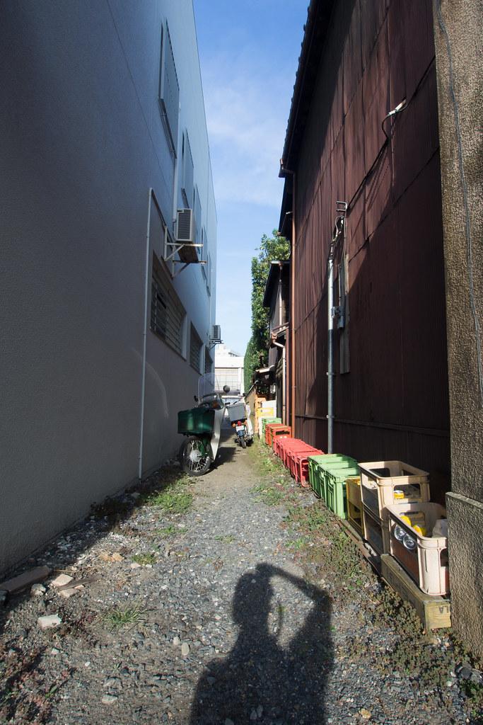 建物の隙間 2012/08/13 OMD30146