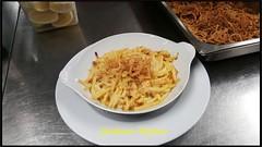 Alpler Magronen Kartoffel, Zwiebeln und Truthansch…