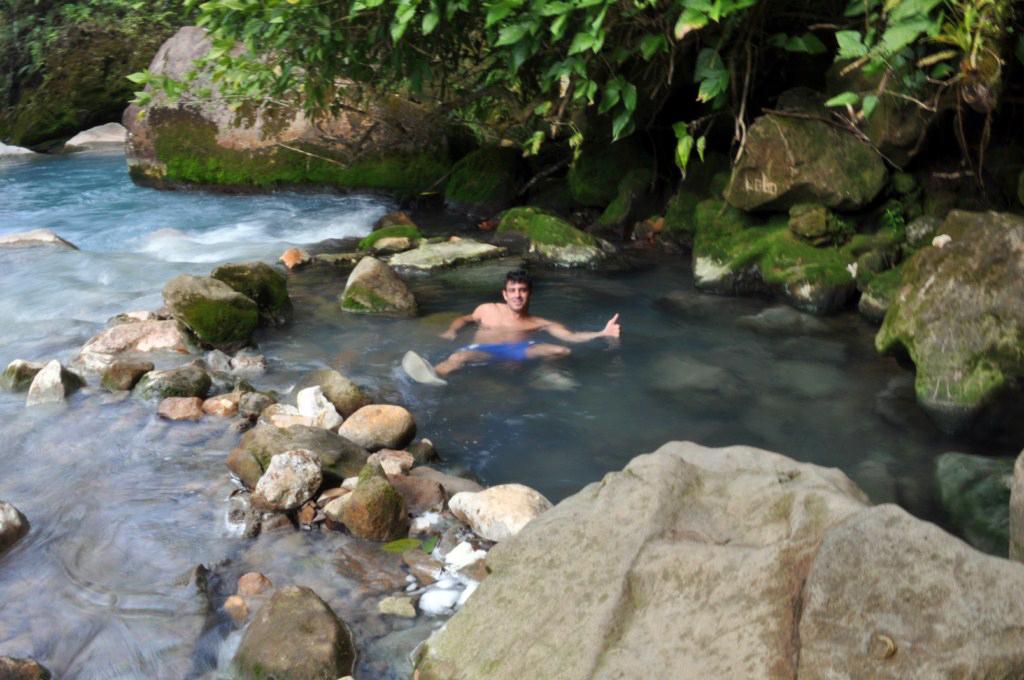 La recompensa final son unos surcos en el lateral del río que proporcionan calor del Volcán y lo convierte en agua termal. río celeste, colorido capricho de la naturaleza - 7538422536 253aa71f55 o - Río Celeste, Colorido capricho de la Naturaleza
