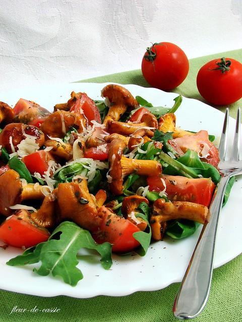 салат с лисичками