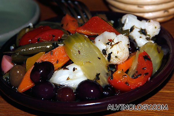 Giardiniera di stagione e olive - seasonal pickled vegetables and marinated olives