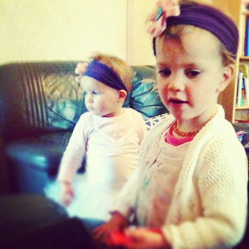 Daisy & Milly wearing headbands from the cutest crafty party bags ever! #19mo #22mo #sunday #birthdayparty