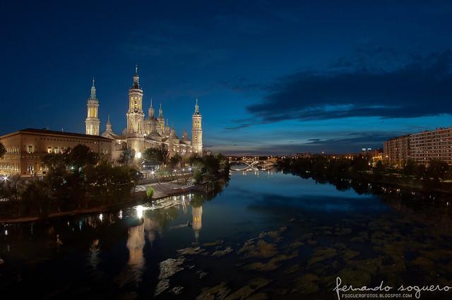 Pilar y río Ebro de noche perspectiva retocada