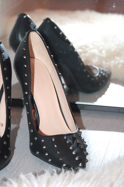 ZARA STUDDED COURT SHOES2