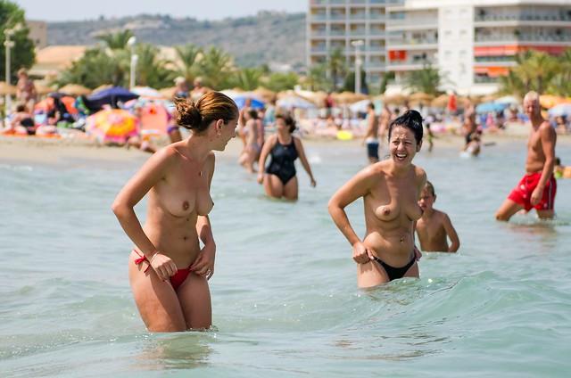 picture-japan-katrina-halili-topless-on-beach-delahoya-porno