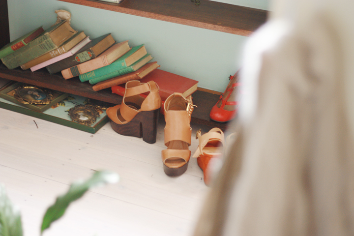 vintage shelf shoes book