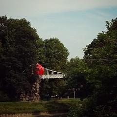 Weer een rode bal blokkade @Stadspark #Antwerp #redballproject #streetart #zva