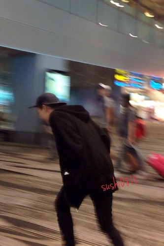 GD-Daesung-LeavingSingapore-Changi-20140915(7)