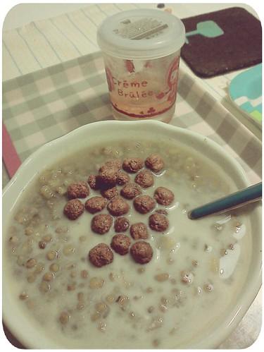 今天的第一餐 ::: 楓糖綠豆湯+無糖豆漿+美祿巧克力豆 by 南南風_e l a i n e