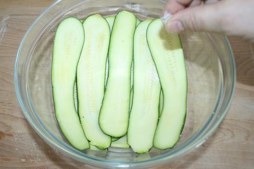 15 - Zucchini salzen / Salt zucchini