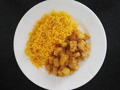 Vindaloo kylling og kartoffel med gule ris