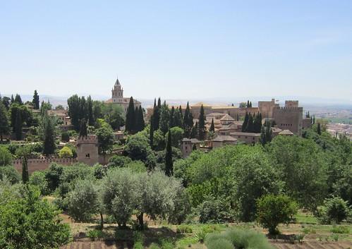 ヘネラリーフェから見たアルハンブラ宮殿 2012年6月4日 by Poran111