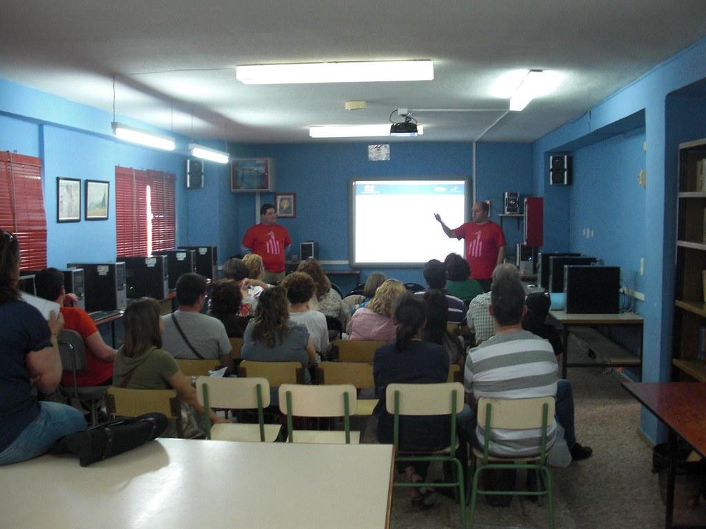 Internet en Familia aumenta el número de centros educativos visitados en 2012